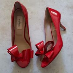 Cute red bow heels.