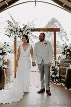 Rachel loves Chris | White Wedding in the Hinterland - The Bride's Tree Wedding Trends, Wedding Styles, Friend Wedding, Wedding Day, 20 Weeks Pregnant, Marriage Celebrant, We Get Married, Bridesmaid Dress Colors, Bridal Gowns