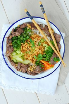Vietnamese beef salad (recipe in French) Beef Tip Recipes, Asian Recipes, Ethnic Recipes, Beef Tips, Roast Recipes, Healthy Breakfast Recipes, Healthy Eating, Healthy Recipes, Healthy Food