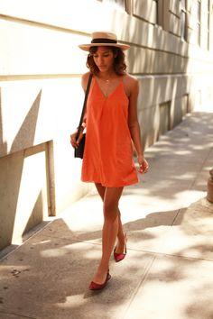 A cor laranja vem se destacando desde o ano passado. A tonalidade vem fazendo…