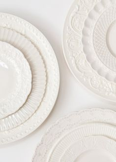 textures in these white plates from Casa de Perrin! Love the layers. White Dishes, White Plates, Fresh Farmhouse, White Dinnerware, Vintage Dinnerware, Ivy House, White China, White Texture, Diner En Blanc