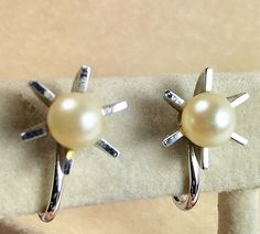White Pearl Sterling Silver Star Shape Screw Back Earrings Vintage – Sterling Silver Pearl Star Earrings Vintage | 21 Vintage Street Screw Back Earrings, Star Earrings, Vintage Earrings, Vintage Jewelry, Antique Jewelry, Photographing Jewelry, Ear Jewelry, Silver Pearls, Star Shape