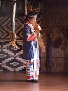 Woman playing a tonkori ◆Ainu people - Wikipedia http://en.wikipedia.org/wiki/Ainu_people #Ainu #Aynu #アイヌ