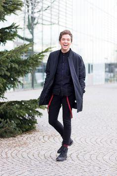 //SHOP THE LOOK // Fröhliche Weihnachten mit diesem Schwarz-Look und roten Details von unserem Chefredakteur Daniel! http://liketk.it/2pY3G //Happy Christmas with chief editor Daniel's black look and red details. @liketoknow.it #liketkit