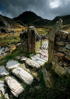 Iron gateway on the path to Tryfan Mountain, Snowdonia, from Ogwen Valley. Snowdonia National Park is the highest mountain in England and Wales. Located in Northern Wales // photo by Angele Jayne Latham Snowdonia, Reisen In Europa, Yorkshire England, Cornwall England, Yorkshire Dales, Devon England, North Wales, Wales Uk, All Nature