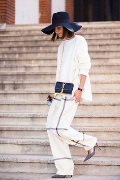 Романтичный образ для смелых девушек: широкие брюки и шляпа