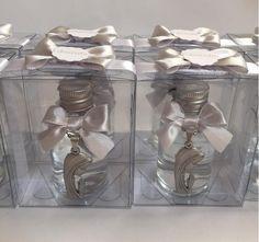 Lembrancinha 07 – Água benta de 30 ml com medalha