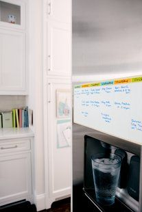 Post-it® Dry Erase Planner mounts practically anywhere, yet removes easily. Just peel, stick and organize project plans or weekly events. Perfect to use in shared areas, like kitchens, mud rooms and more so everyone can see the plan.