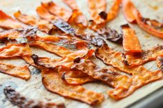 Baked Smoky Carrot Bacon [Vegan, Gluten-Free] This carrot bacon is deliciously smoky and so easy to make. Thinly sliced carrot strips are marinated in a blend of oil, garlic powder, and smoked paprika, then baked until wavy and slightly crisp. Carrot Bacon Recipe, Carrot Recipes, Bacon Recipes, Whole Food Recipes, Vegetarian Recipes, Smoked Carrots Recipe, Protein Brownies, Spicy Lentil Soup, Mascarpone Dessert