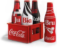 Promoção Minigarrafinhas da galera. São vários modelos para você personalizar com adesivos exclusivos e se divertir com os seus amigos.