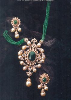 Emerald pendent and pearl earings