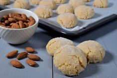 Amaretti sardi (Kjeks med mandler fra Sardinia) Sardinia, Cereal, Cookies, Breakfast, Desserts, Food, Crack Crackers, Morning Coffee, Tailgate Desserts