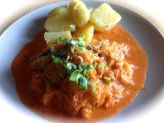 Szegediner Krautfleisch von zwei Seiten betrachtet | giftigeblonde Sauerkraut, Thai Red Curry, Food To Make, Homemade, Fruit, Cooking, Ethnic Recipes, Foodblogger, Presents