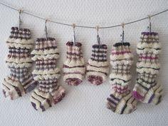 Knitting Socks, Beaded Bracelets, Baby Things, Google, Knit Socks, Pearl Bracelets, Seed Bead Bracelets, Pearl Bracelet