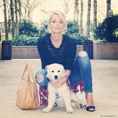 En plus de l'instagram perso de son chien Island, Caroline Receveur utilise son compte pour poster moult photos du Golden Retriever.