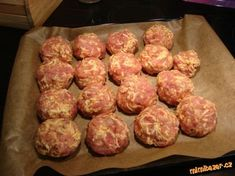 já si připravuji mleté maso doma-nejlépe vepřová kýta,plec,nejprve si v robotu nastrouhám sýr,nasadí...