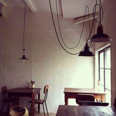 café in Japan Restaurant Interior Design, Cafe Interior, Interior Ideas, Cafe Restaurant, Cafe Display, Cafe Concept, Coffee Shop Bar, Industrial Cafe, Cafe Bistro