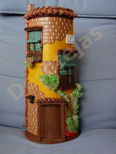 Teja realizada artesanalmente con detalles en           relieve, pintada y barnizada en acrílicos.     ... Diy Crafts Slime, Slime Craft, Diy And Crafts, Bottle Painting, Bottle Art, Bottle Crafts, Tuile, Spring Art, Miniature Houses