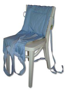 Babysitz auf den Stuhl legen