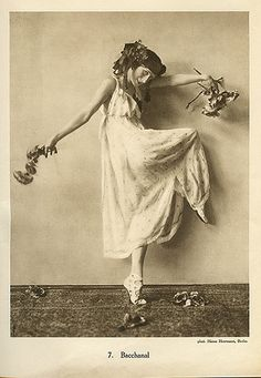 Anna Pavlova was a Russian ballerina of the late to early She formed her own company & became the first ballerina to tour ballet around the world. Art Ballet, Ballet Dancers, Ana Pavlova, Old Photos, Old Pictures, Portraits Victoriens, Vintage Ballet, Russian Ballet, Vintage Pictures