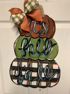 It's Fall Y'all / fall Door Hanger / pumpkin Door Hanger/ pumpkin Sunflower Door Hanger, Pumpkin Door Hanger, Fall Door Hangers, Wooden Door Hangers, Fall Wood Crafts, Wooden Pumpkin Crafts, Thanksgiving Crafts, Pallet Pumpkin, Easy Fall Wreaths