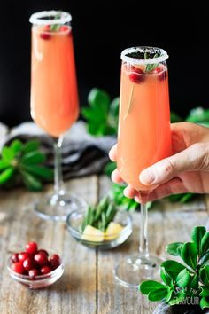 Cranberry Apple Cider Mocktail: an easy recipe that's perfect for Thanksgiving or Christmas. Make holiday entertaining festive and fun with th. Drinks Alcohol Recipes, Non Alcoholic Drinks, Fun Drinks, Yummy Drinks, Beverages, Thanksgiving Drinks Non Alcoholic, Drink Recipes, Brunch Drinks, Healthy Recipes