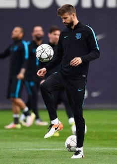 Gerard Pique juggles the ball during a Barcelona training session ahead of their UEFA Champions League quarter final first leg match against Atletico Madrid at San Joan Despi training ground on April 4, 2016 in Barcelona