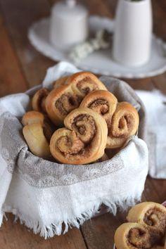 Hefe Zimt Herzen mit Nussfüllung - Cinnamon Nut Heart Rolls | Das Knusperstübchen