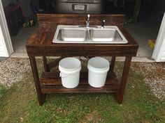 Diy pallet wood washing station You are in the right place for caravans Outdoor Garden Sink, Outdoor Sinks, Outdoor Bathrooms, Outdoor Kitchen Design, Diy Beauty Station, Outside Sink, Fish Cleaning Station, Wood Pallets, Pallet Wood