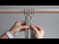 DIY Macrame Tutorial – Vertical Half Hitch – Willkommen in meiner Welt Macrame Wall Hanging Diy, Macrame Art, Macrame Design, Macrame Projects, Macrame Knots, Half Hitch Knot, Macrame Patterns, Creations, Crochet