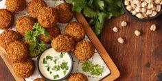 Συνταγή για τους πιο τραγανούς ρεβιθοκεφτέδες -Χωρίς τηγάνισμα, ψήνονται τέλεια στο φούρνο   GASTRONOMIE   iefimerida.gr Comida Israeli, Israeli Food, Falafels, Best Dishes, Food Dishes, What Is Falafel, Lamb Recipes, Cooking Recipes, Jordanian Food