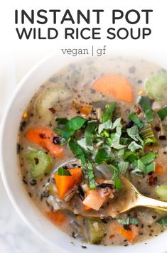 This Creamy Vegan Wild Rice Soup is made in the Instant Pot and is a simple, healthy and hearty meal that's packed with nutrients! Great for meal prep too! Vegan Dinner Recipes, Healthy Soup Recipes, Vegan Recipes Easy, Clean Eating Recipes, Vegetarian Recipes, Yummy Recipes, Free Recipes, Wild Rice Soup, Vegan Soup