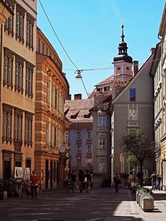 Hofgasse, Graz >>> www.cityzapper.com/nl/europa/graz/shopping Graz Austria, My Photo Gallery, European Countries, Salzburg, Old City, Prague, Hungary, Switzerland, Cities