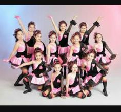 42 Ideas For Dancing Group Watches Group Picture Poses, Dance Picture Poses, Dance Photo Shoot, Dance Poses, Dance Pictures, Group Poses, Dance Team Photography, Dance Team Photos, Dance Recital