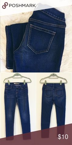 Old Navy Boyfriend Jeans Boyfriend Jeans by Old Navy Excellent used condition Girlfriend Style BF fit 28' Inseam  ❥10% Discount off 2 or more  ❥15% off for return customers (please request)  ❥15% off kid & baby bundles (please request)  ✗no offers accepted on items $10 and under  ☞offers on other items accepted (pls use chart in closet and be reasonable)  ♡ℑhanks for shopping and sharing Old Navy Jeans Boyfriend