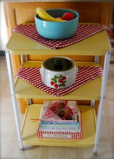 Crazy Ideas Can Change Your Life: Retro Kitchen Decor Modern italian kitchen decor canister sets. Vintage Bar Carts, Table Vintage, Kitchen Decor Themes, Vintage Kitchen Decor, Kitchen Ideas, Furniture Projects, Kitchen Furniture, Furniture Storage, Furniture Makeover