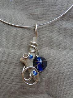 pendentif bois flotté perle bleue