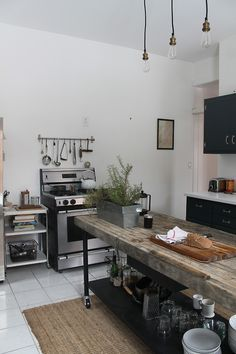 Bring Some Brick & Steel To Your Living Space Easy Industrial Kitchen Decor Designs For Your Urban Getaway with Industrial Style Kitchen Industrial Kitchen Design, Kitchen Interior, New Kitchen, Kitchen Dining, Kitchen Decor, Industrial Decorating, Urban Industrial, Industrial Furniture, Kitchen Ideas