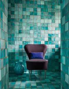 Catalogue Dominique Kieffer - Loft de Paola Navone à Paris Dark grout eg Blue Bathroom Decor, Bathroom Interior Design, Interior Decorating, Turquoise Tile, Cottage Style Homes, Blue Tiles, House Inside, Paola Navone, Decoration