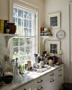 At their leafy Long Island retreat, interior designers Thomas O'Brien and Dan Fink pass the time gardening, cooking in a rustic outdoor oven, and relaxing together, surrounded by vintage treasures collected (and exchanged) over years of style scouting. Outdoor Oven, Rustic Outdoor, Outdoor Dining, Long Island, Wood Burning Oven, Classic Kitchen, Thomas O'brien, Weekend House, Kids House
