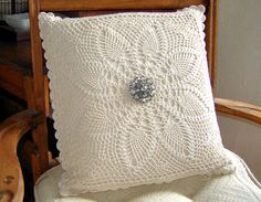 http://www.ann-sophie-design.blogspot.com/2012/03/bell-ein-tolles-modell-eine-empfehlung.html  Crochet Pillow