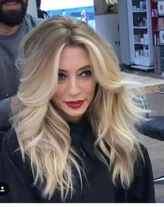 Alluring Long Fluffy Blonde Hairstyles for Prom Long hairstyles 2019 change your style to new stylish look. Long hairstyles 2019 give inspiration for the new hairstyles 2019 to blow people's minds. Here are Best Long Hairstyles 2019 to copy right now. Long Hair With Bangs, Easy Hairstyles For Long Hair, Short Curly Hair, Hairstyles With Bangs, Curly Hair Styles, Long Blonde Hairstyles, Teenage Hairstyles, Butter Blonde, Balayage Hair Blonde