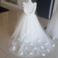 Opening Back White Tulle Flower Girls Dresses 2017 Flowers Peals Puffy First Communion Gowns For Girls Princess Pageant Dress Kids Pageant Dresses, Gowns For Girls, Ball Dresses, Bridal Dresses, Girls Dresses, Tulle Flower Girl, Tulle Flowers, Flower Girl Dresses, Flower Girls