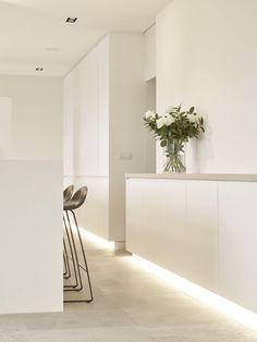 Fraeye, designed for living Kitchen Lighting Design, Modern Kitchen Design, Küchen Design, House Design, Esthetics Room, Concrete Interiors, Mid Century Modern Kitchen, White Interior Design, Minimalist Interior
