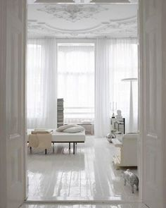 All white room with gloss white floors and ornate ceiling / interior design /european White Wood Floors, White Floors, White Decor, High Gloss Floors, Home Decor, White Interior, White Rooms, Interior Design, Black White Bedrooms