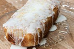Συνταγή για Κέικ λεμονιού από τον Άκη Πετρετζίκη. Το σπίτι θα μοσχομυρίσει από φρέσκα λεμόνια και από το δικό σας σπιτικό κέικ λεμονιού. Υπέροχη υφή και γεύση.