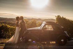 vintage wedding car http://weddingwonderland.it/2015/04/matrimonio-vintage-shabby-chic.html