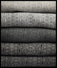 Didymos grey indios: Silvergrey cotton, Zink linen, Graphite cashmere, Anthrazite hemp and Slate silk.