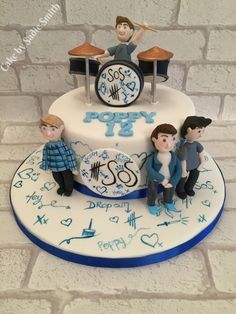 5 Seconds of Summer Cake - http://www.cakebysadiesmith.co.uk/celebration-cakes/5-seconds-summer-cake/