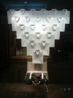Crisp white shirt display (via displayhunter)